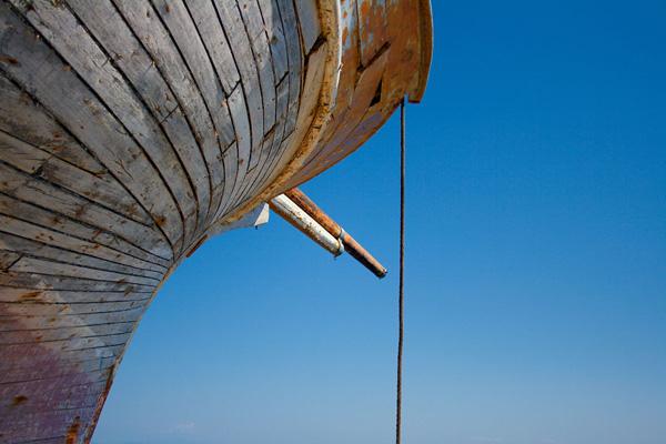 Linsenkunst Kreativ-Fotoreise Rhodos - verwittertes Boot im Mandraki-Hafen