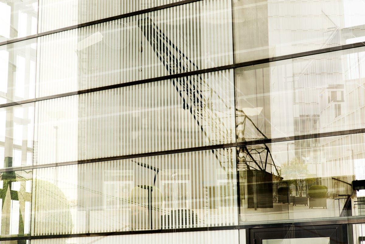 Ansicht mit Spiegelung der Kranhäuser in Köln