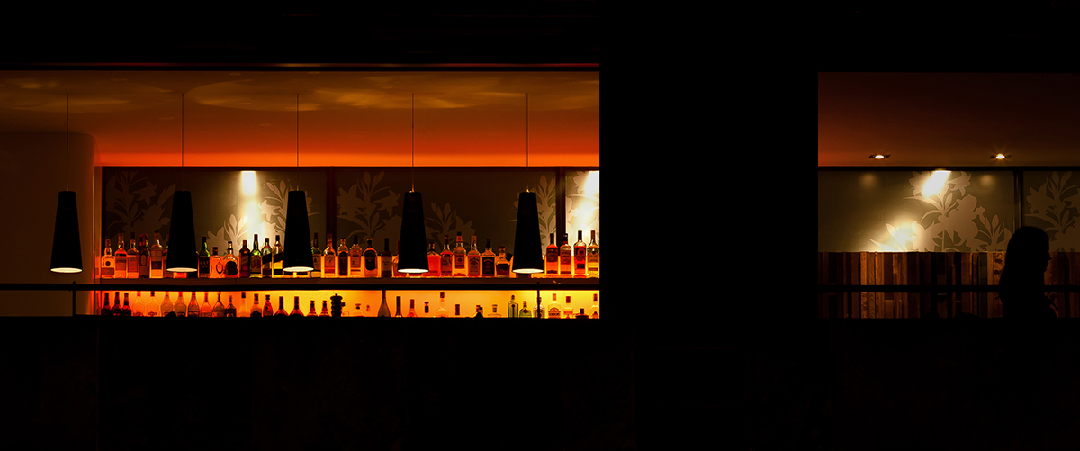 Bar im Nachtlicht, Hommage an Edward Hopper.