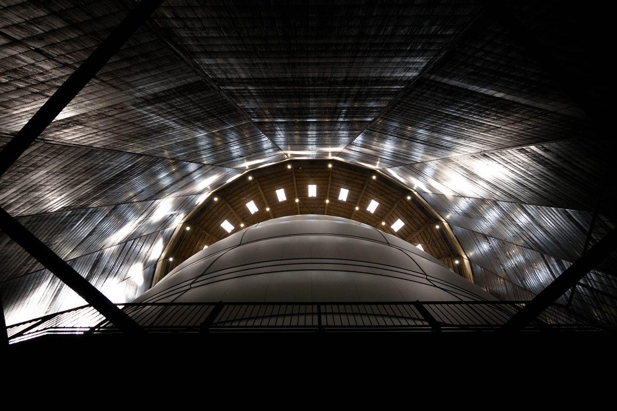 Blick in den Gasometer Oberhausen mit dem Big Air Package von Christo